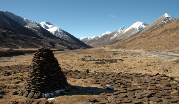 TIBET  Drying Droppings to make fire