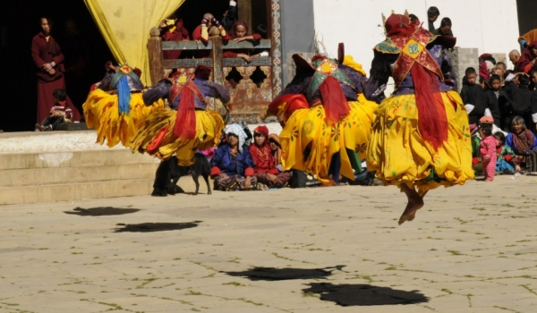 4 monks jumping (back view)
