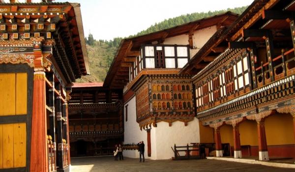 Also called Rinpung Dzong