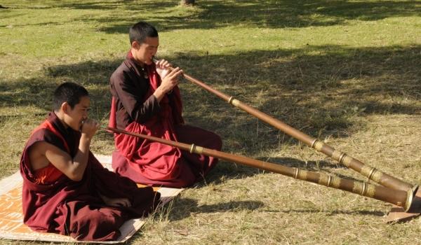 Tibetan horn (dungchen)