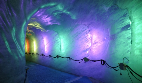 Tunnel in the ice