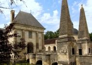 Entrance – Paired obelisks
