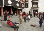 Pilgrims – Jokhang Temple