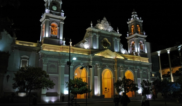 Salta by night