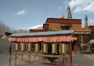 Temples near Giantse