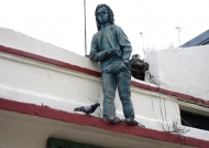 Rooftop figure year 1990