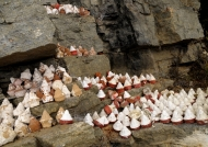Tsa-tsa – offerings in holy cave