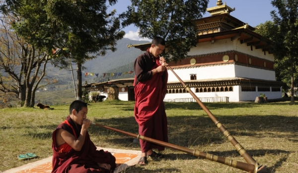 Monks playing dungchen