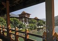 Wooden cantilever bridge