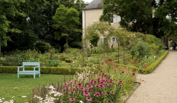 Park around the castle