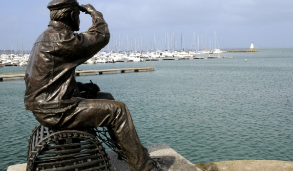 Statue of a fisherman